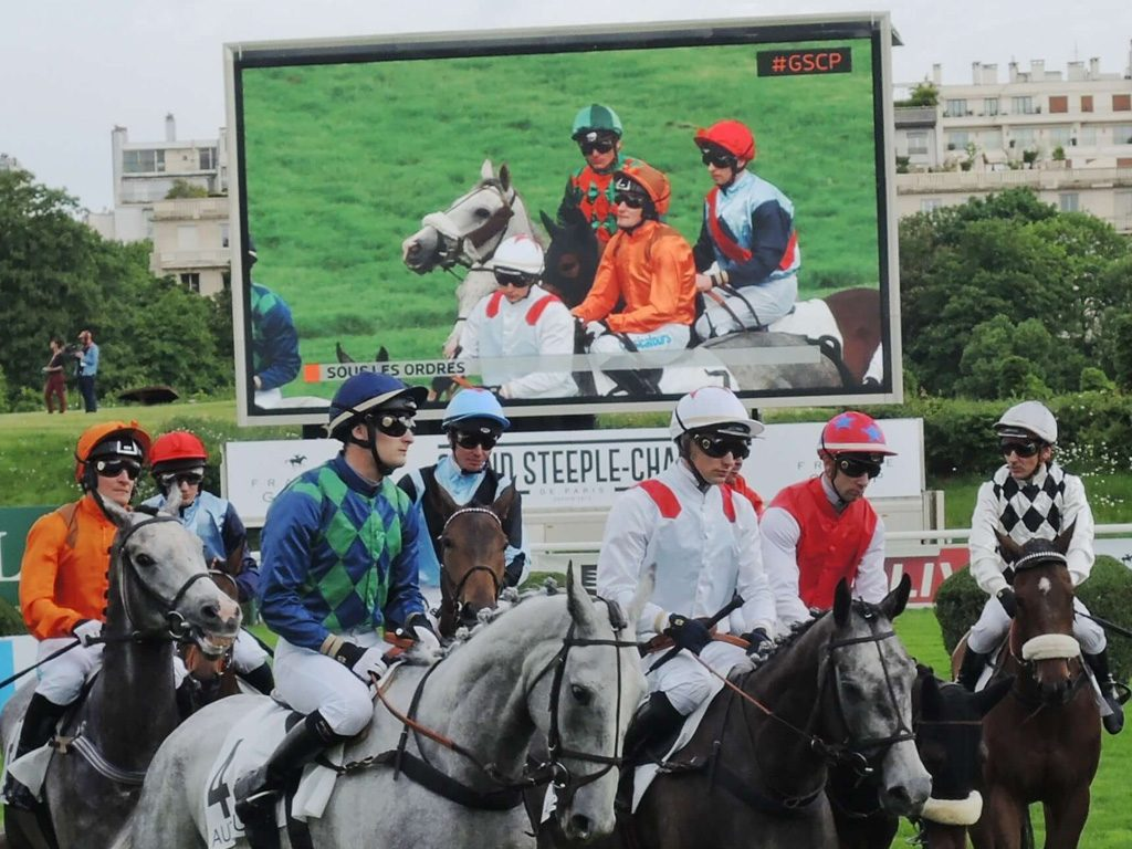 Giant LED screen SUPERVISION LM62b Grand Steeple Chase 2016