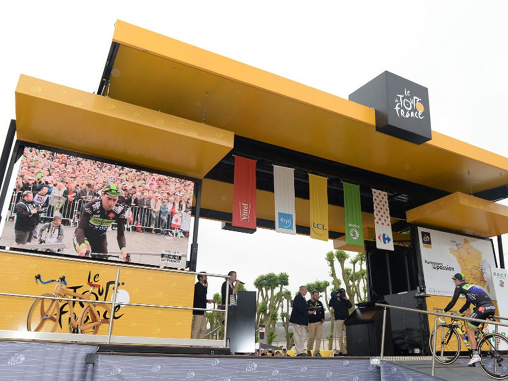 Ecran géant LED SUPERVISION M5.8 Tour de France Podium des Signatures