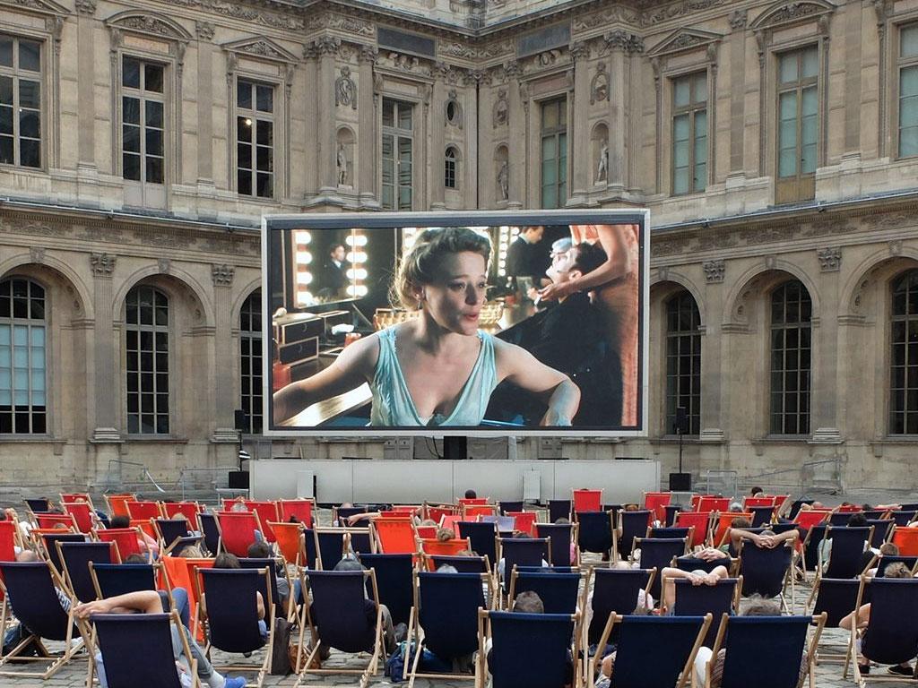 Giant LED screen SUPERVISION LM62 Festival Paris l'été Le Louvre