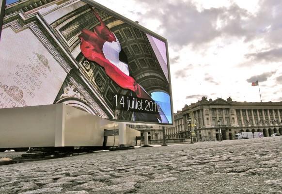 Ecran géant LED mobile sur camion SUPERVISION LM84 14 Juillet