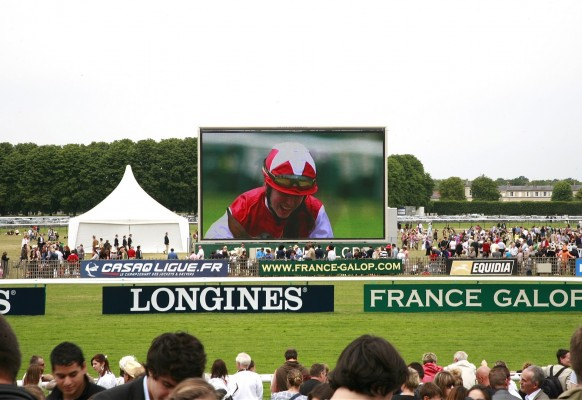 Giant mobile LED screen SUPERVISION LM84 –  Hippodrome de Chantilly