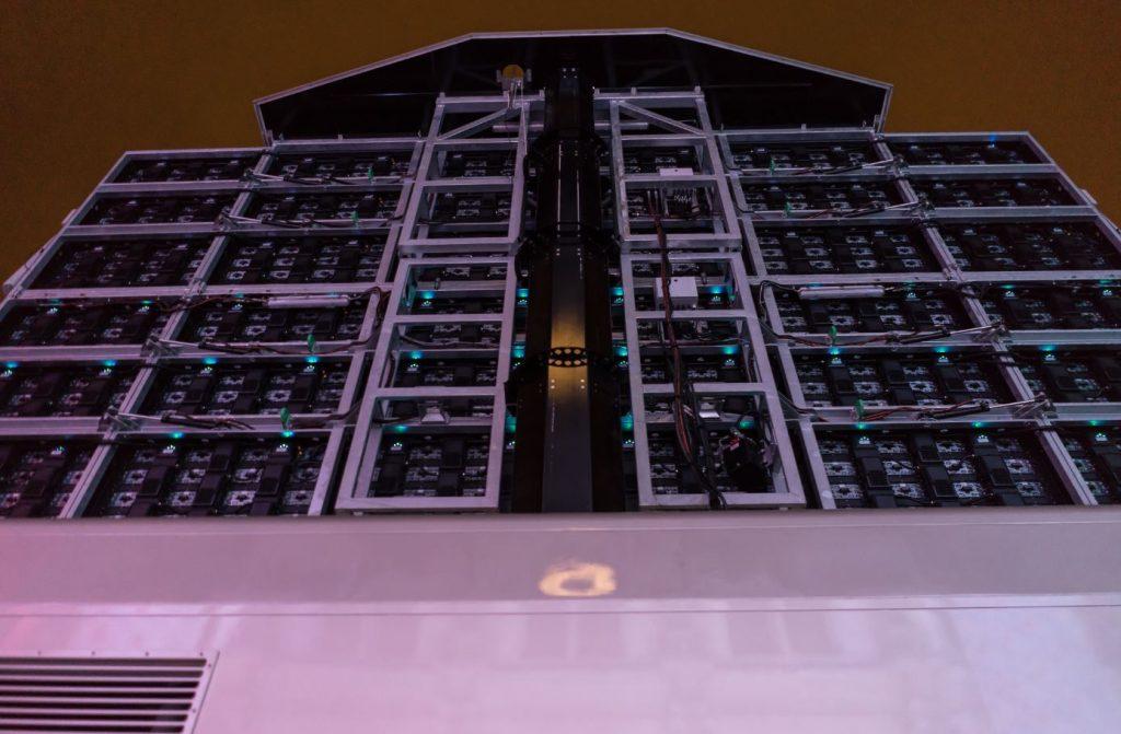 Ecran g ant led mobile sur camion lmb46 supervision salon for Piscine mobile sur camion