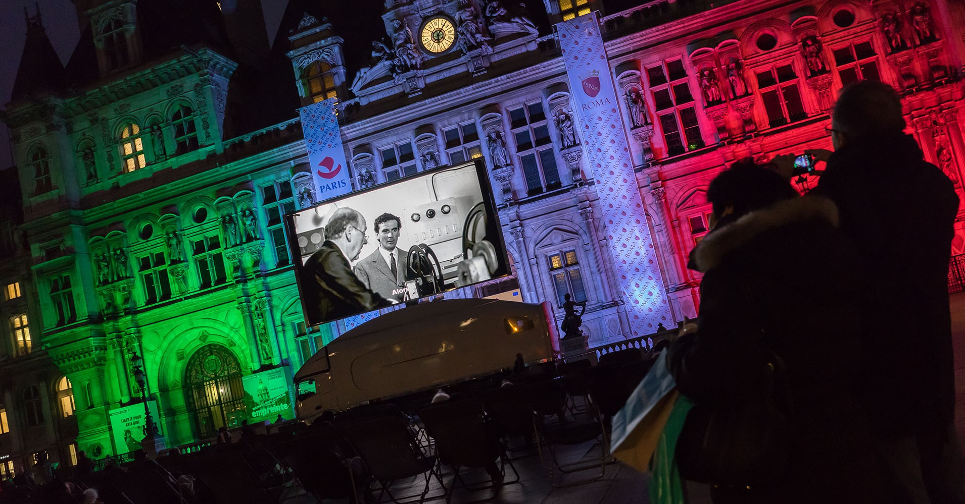Giant LED screen SUPERVISION LMB46 Parvis de l'Hôtel de Ville de Paris 1900x1000