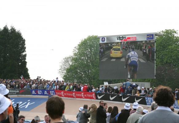Ecran géant LED mobile SUPERVISION LMC40 Paris Roubaix
