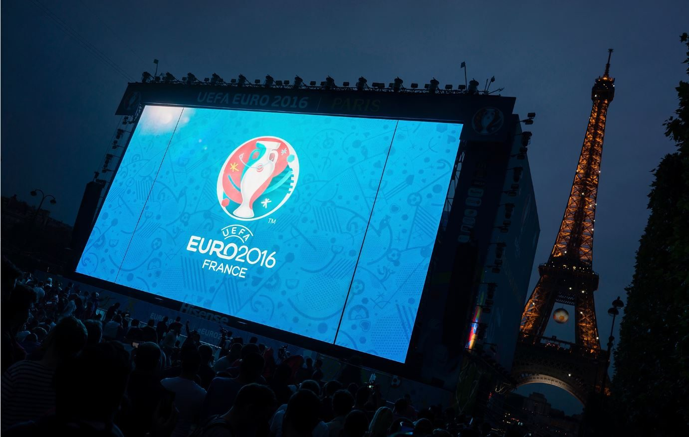 Giant Modular Led Screen Supervision Fan Zone Tour Eiffel