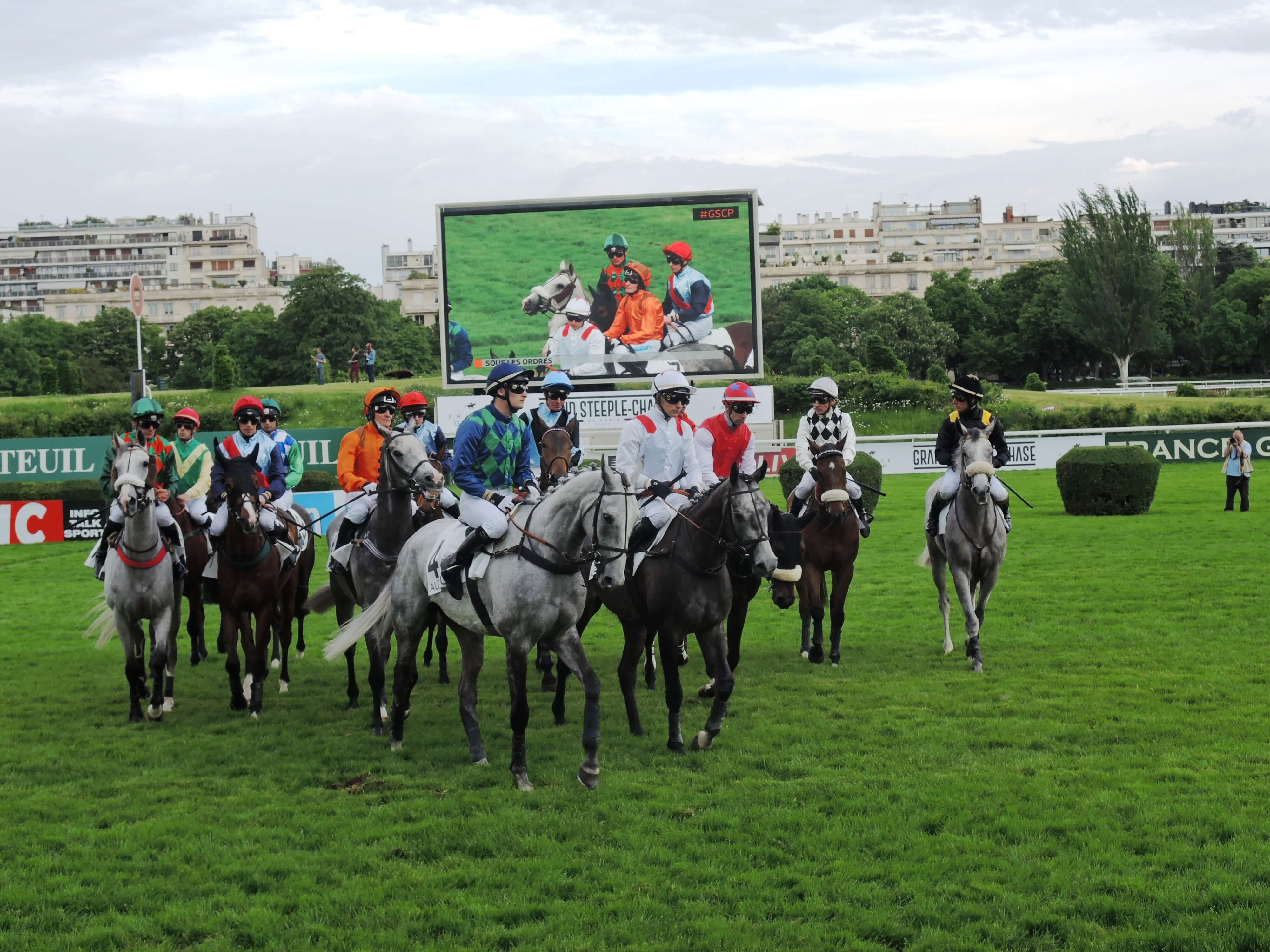 Giant LED screen SUPERVISION LM62b Grand Steeple Chase Hippodrome d'Auteuil