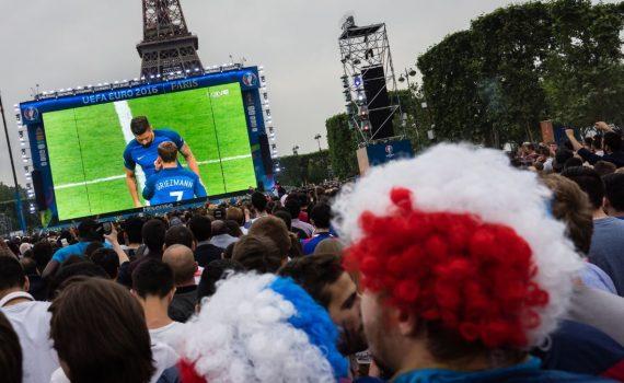 Ecran géant LED Championnat d'Europe de Football 2016 Paris Tour Eiffel
