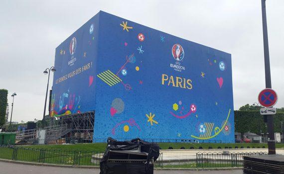 Ecran géant SUPERVISION Championnat d'Europe de Football 2016 Paris Champ de Mars