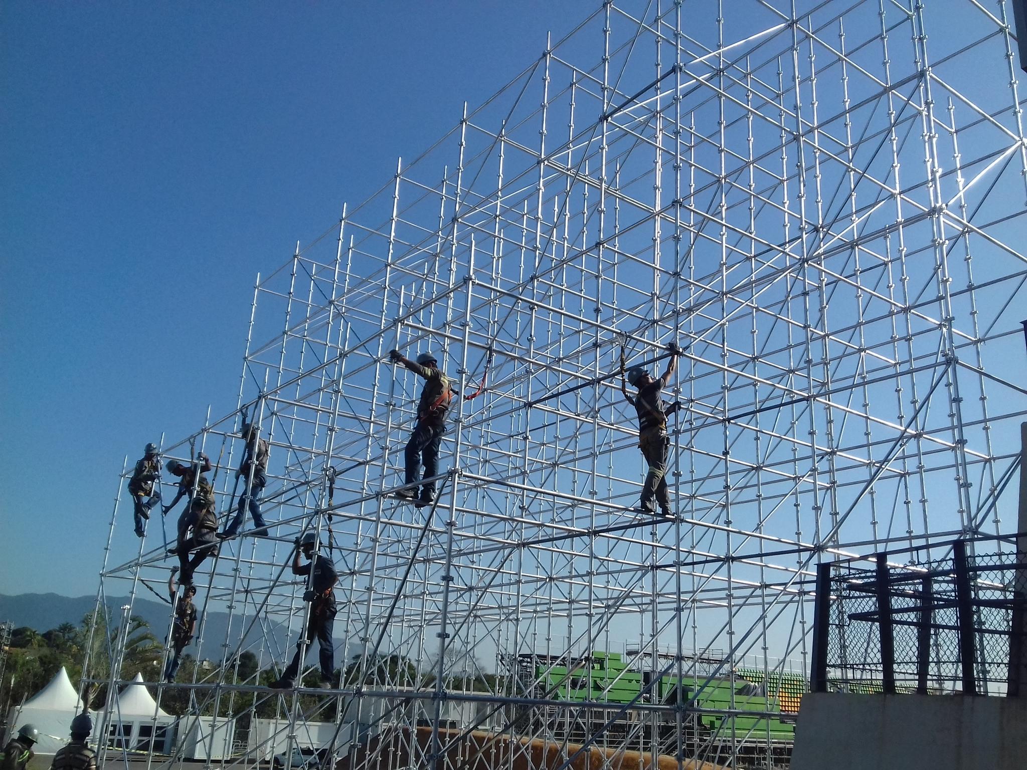 Equipe technique SUPERVISION montage structures métalliques Rio Brésil 2016