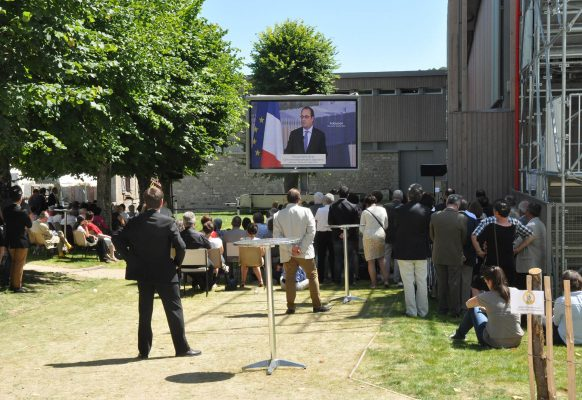 Giant LED screen SUPERVISION François Hollande inauguration cité de la Tapisserie service communication mairie d'Aubusson