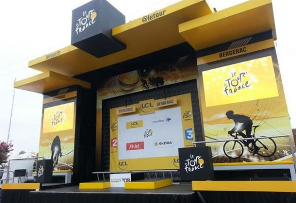 Giant modular LED screen SUPERVISION M5.8 Tour de France 2016 Podium des signatures