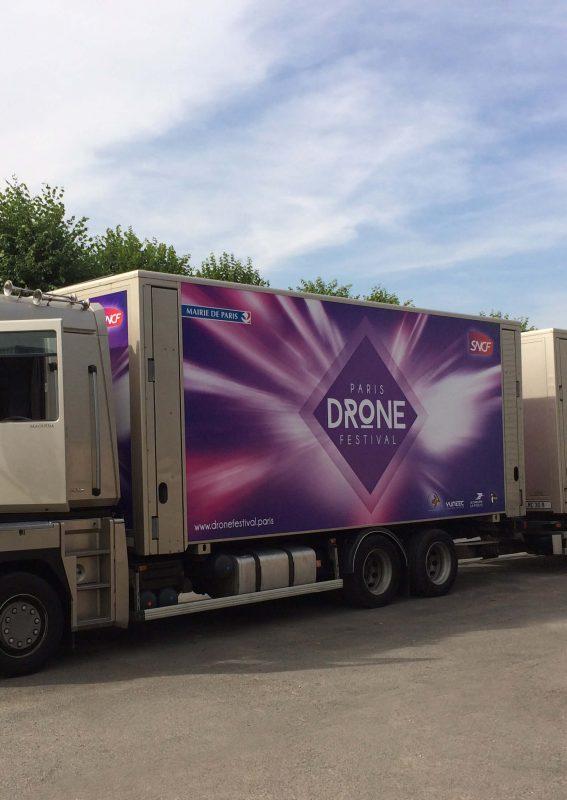 Branding camión pantalla gigante LED LMC30 SUPERVISION Paris Drone Festival