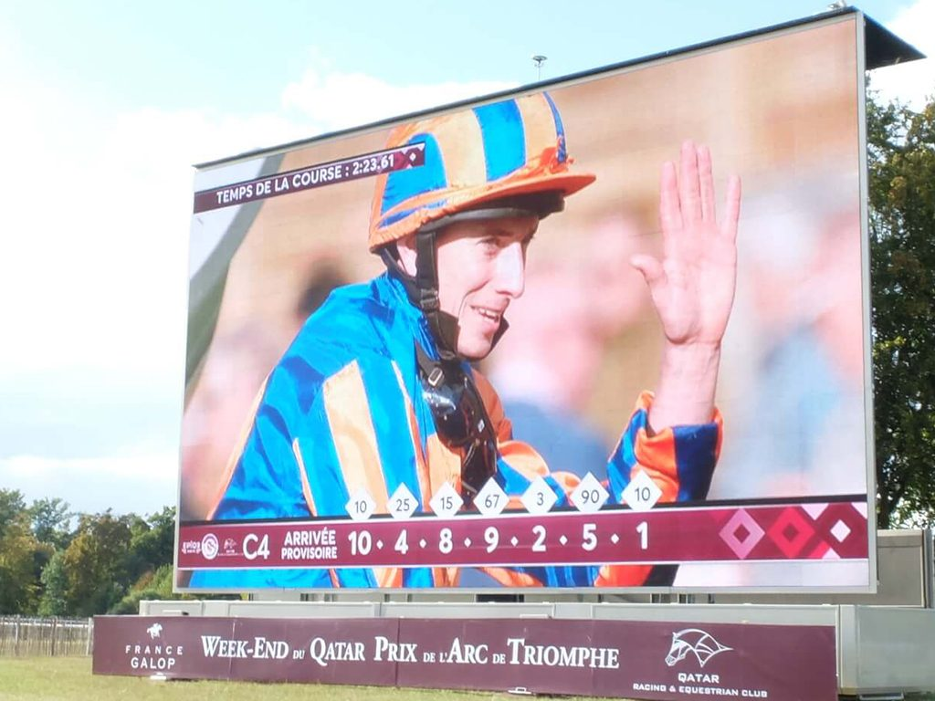 Giant LED screen outdoor SUPERVISION LM103 Qatar Prix de l'Arc de Triomphe Hippodrome de Chantilly