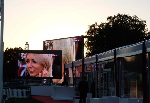 Giant LED screen SUPERVISION M5.8 high contrast Qatar Prix de l'Arc de Triomphe