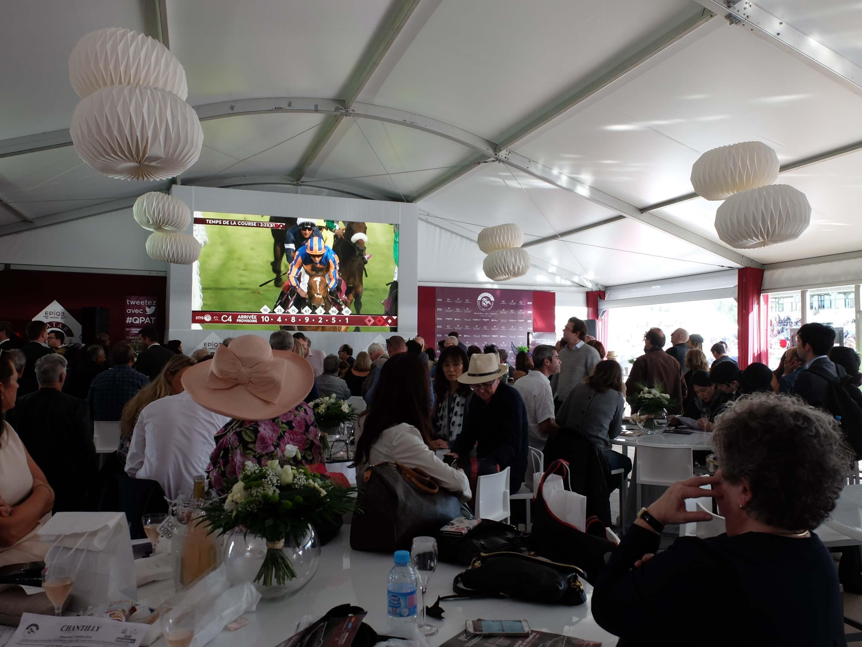Giant LED screen SUPERVISION indoor Qatar Prix de l'Arc de Triomphe