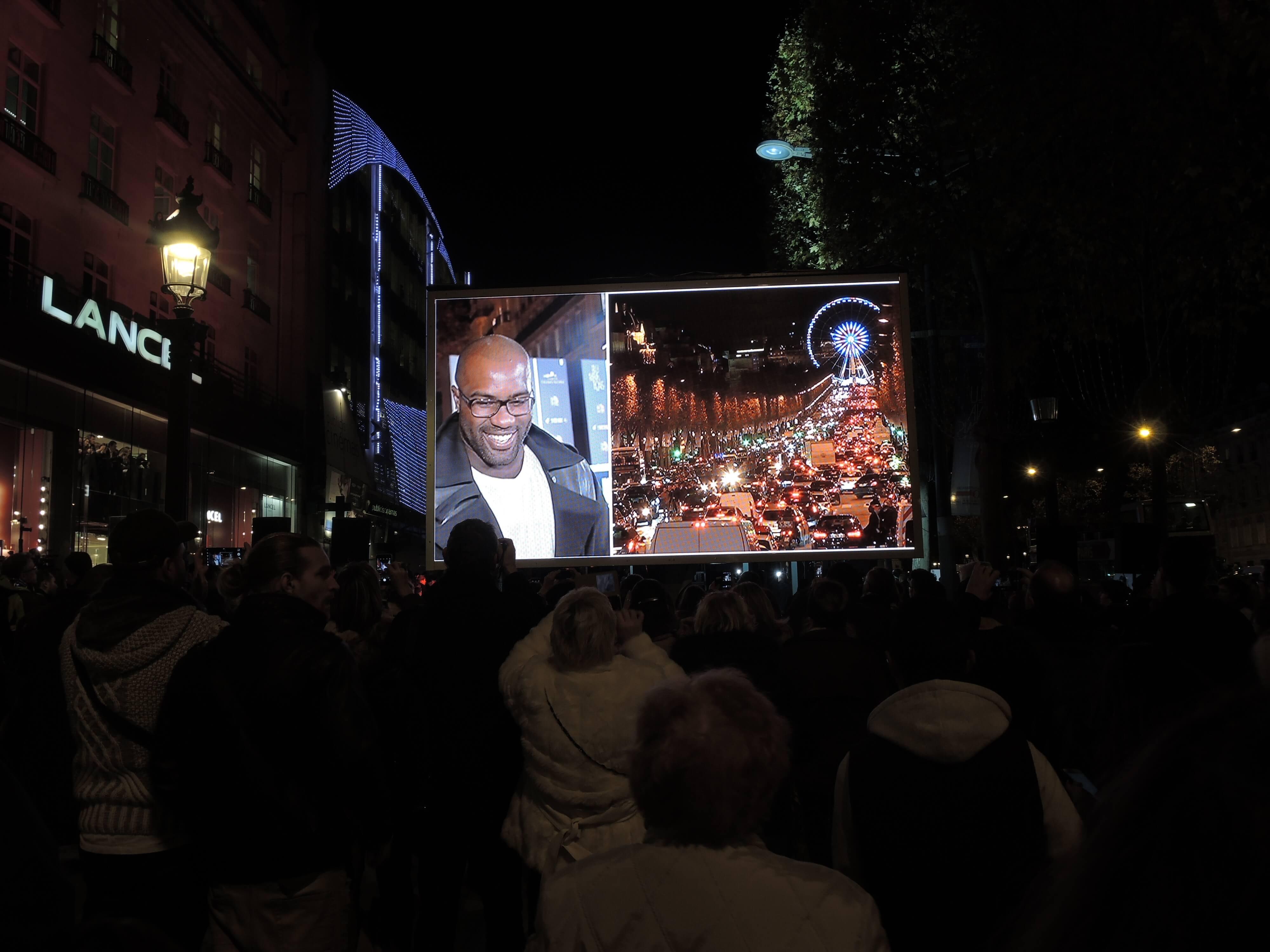 Giant LED screen SUPERVISION LM17 Illuminations des Champs Elysées 2016