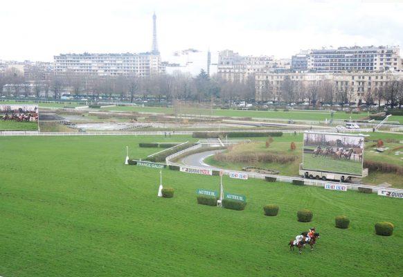 Supervision giant screen Hippodrome d'Auteuil Paris