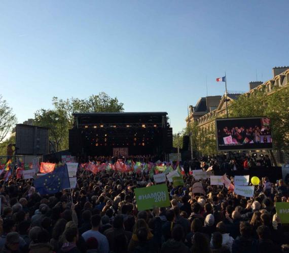 Giant LED screens LMC30duo meeting Benoit Hamon French Presidential Elections 2017 Place de la République