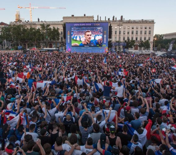 Giant LED screen Supervision EURO 2016 FanZone de Lyon