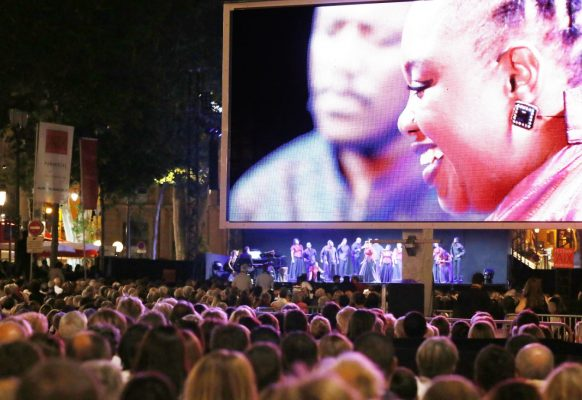 Pantalla gigante LED LM17 Supervision Festival d'Aix 2016 PARADE[S] concert © Patrick Berger  Artcomart
