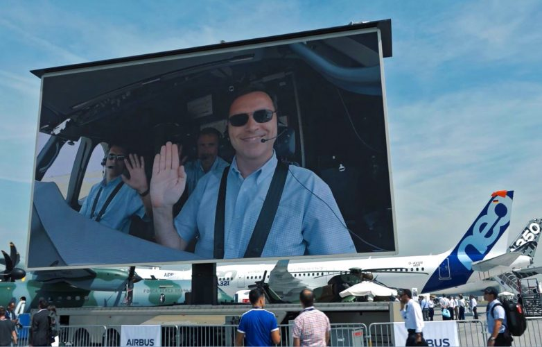 Giant LED screen Supervision LM84 Paris Air Show