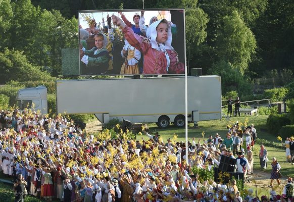 Giant LED screen Supervision LMC50 at the 40th anniversary of the Puy du Fou Cinéscénie