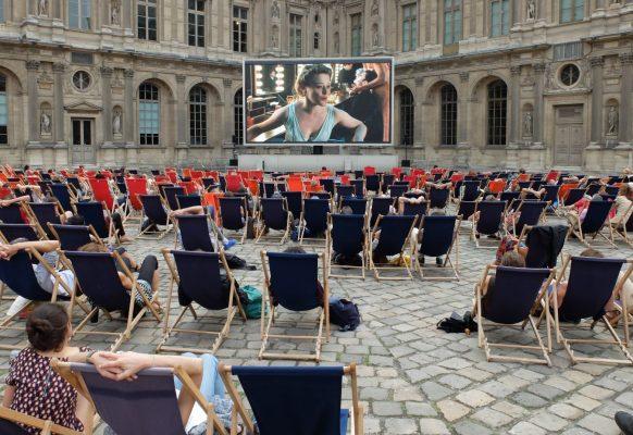 Ecran géant Supervision Festival Paris l'été Le Louvre