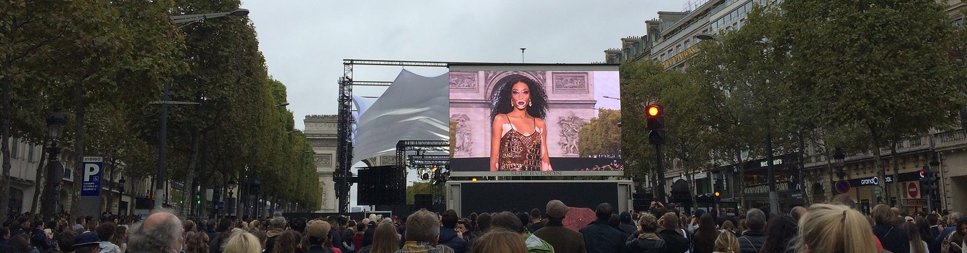 Giant LED screen Supervision LMC30 Défilé L'Oréal Paris Fashion Week Champs Elysées