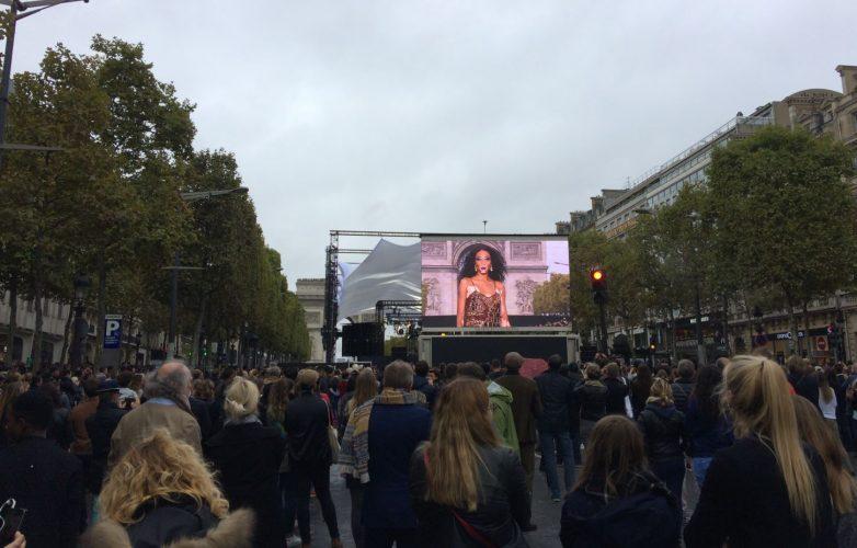 Ecran géant Supervision LMC30 Défilé L'Oréal Paris Fashion Week Champs Elysées