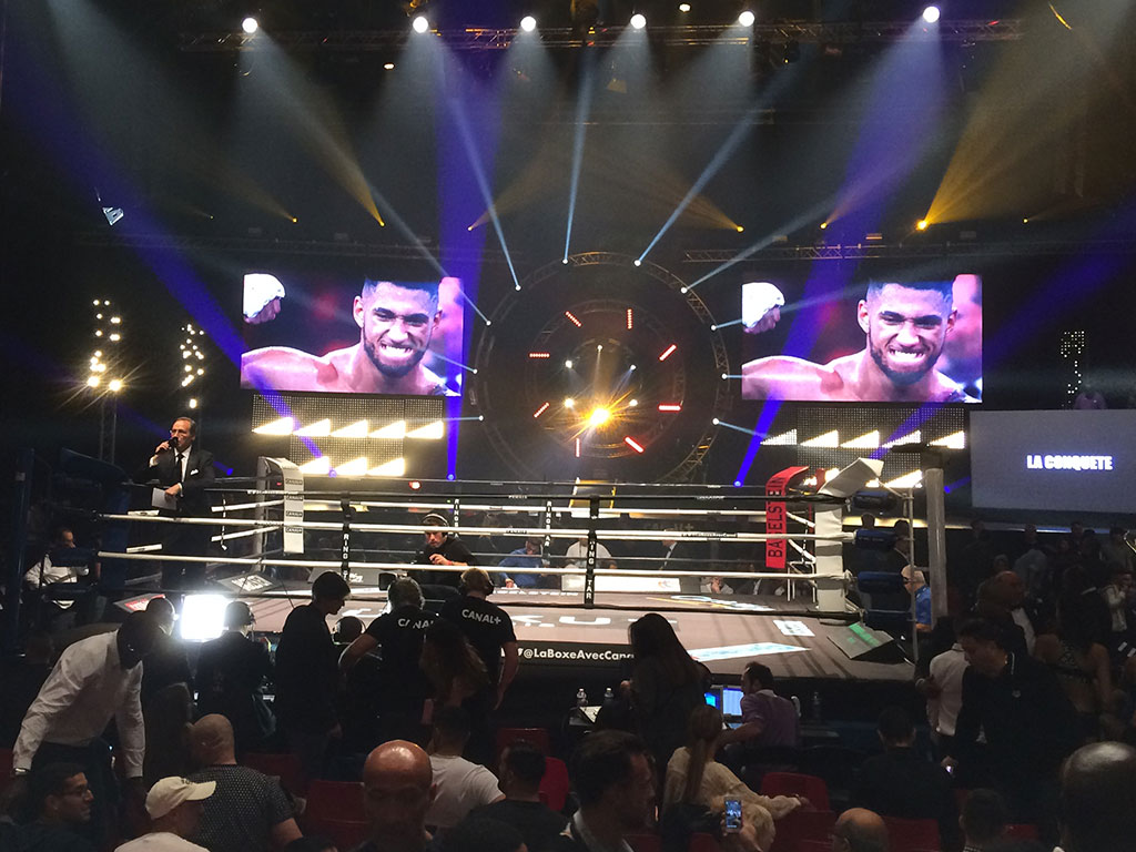 Giant LED screen SUPERVISION M5.8 Boxing Zenith Paris