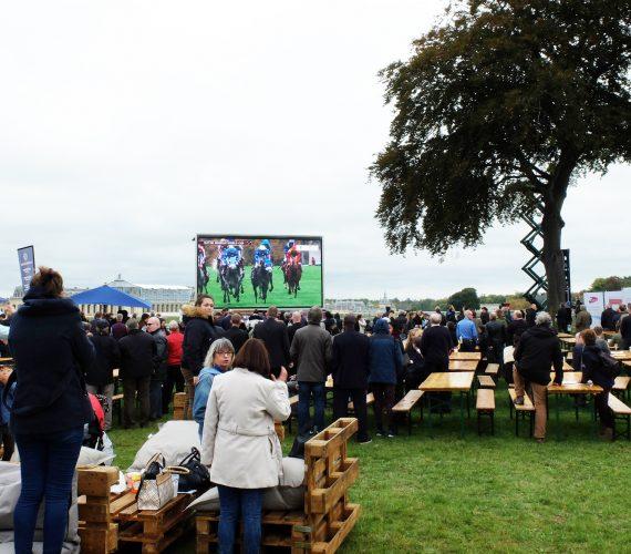 Ecran géant outdoor Supervision Qatar Prix de l'Arc de Triomphe Hippodrome de Chantilly