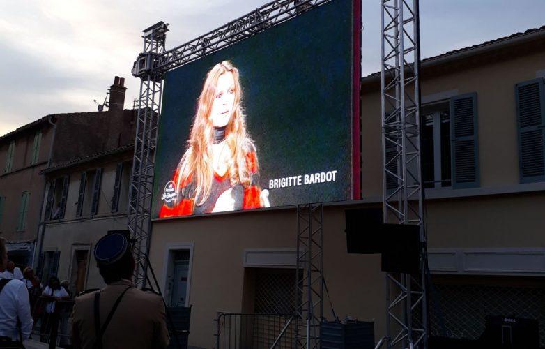 Ecran géant pour l'inauguration de la statue Brigitte Bardot St Tropez