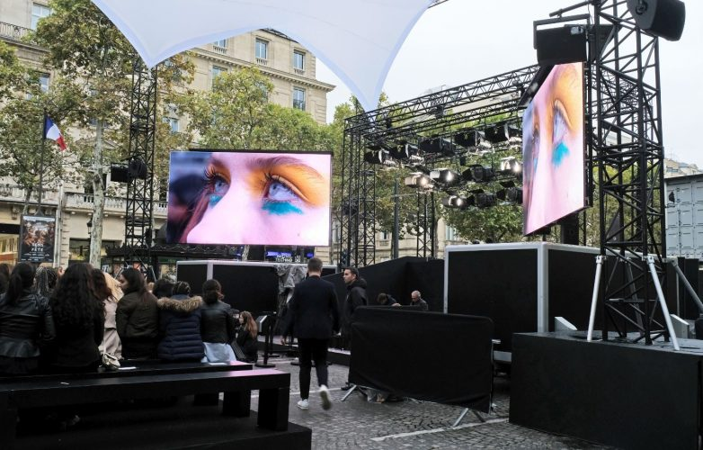Ecrans géants modulaires Supervision Défilé L'Oréal Paris Fashion Week Champs Elysées
