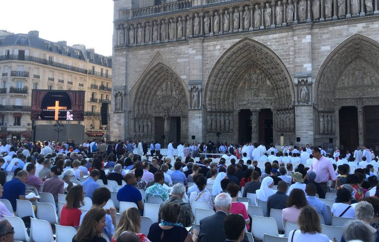 LED_large-video-screen-Supervision_Notre-Dame-Paris