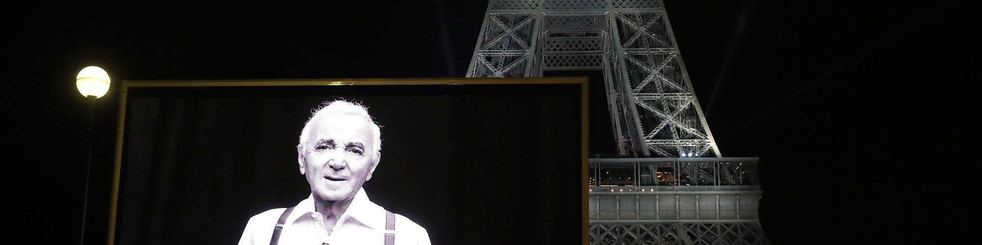 pantalla gigante LED Supervision Charles Aznavour Torre Eiffel