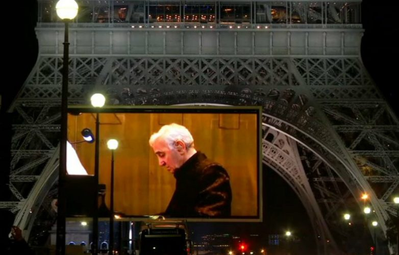 Led-large-video-screen-Supervision-Charles-Aznavour