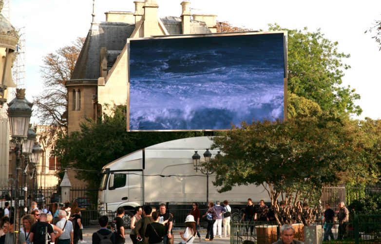 Led-large-video-screen-Supervision-LMB46-Dame-de-Coeur-Notre-Dame-Paris