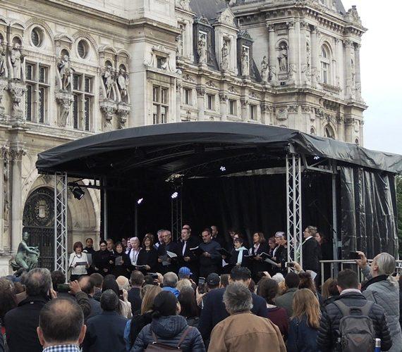 ecran-geant-led-supervision-charles-aznavour-hotel-de-ville-lm17