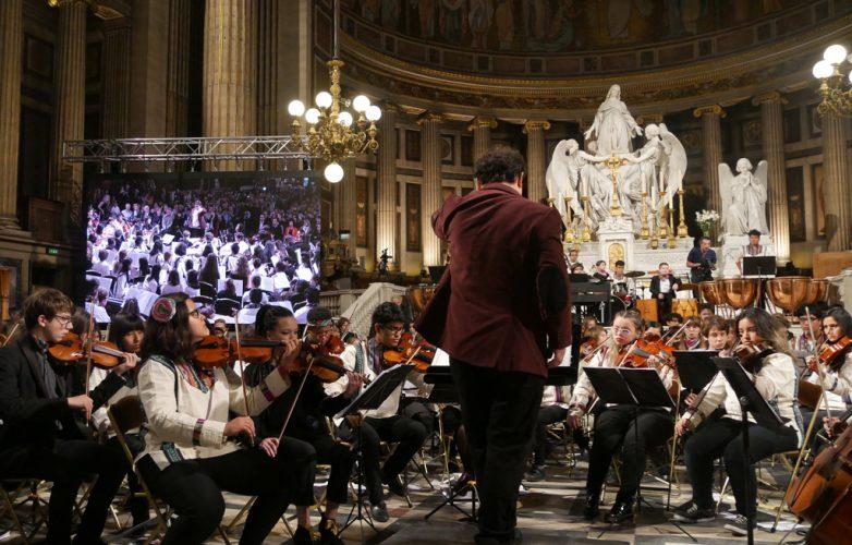 ecran-geant-led-supervision-concert-pour-le-climat-madeleine-4