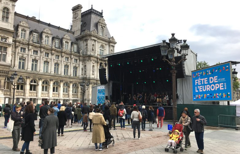 ecran-geant-led-supervision-fete-europe-hotel-de-ville-paris-lm17