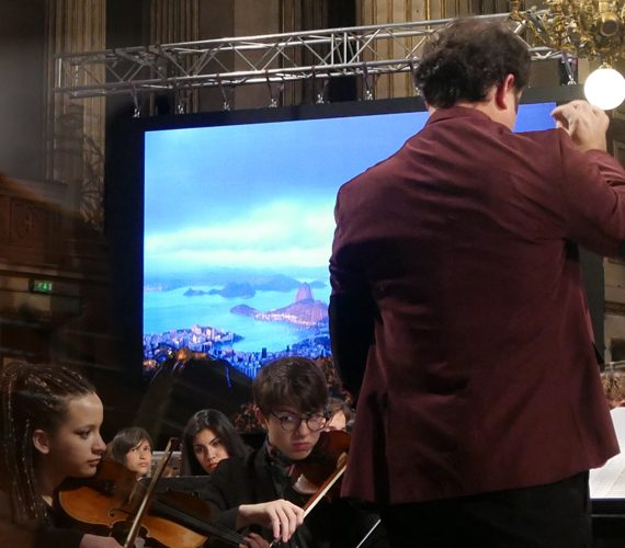 led-large-video-screen-supervision-concert-planet-medeleine-m5.8