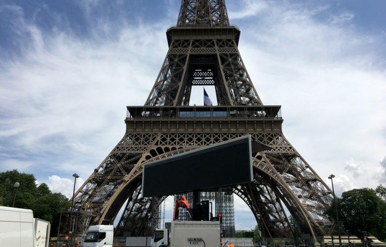 ecran_geant_supervision_hommage_parisiens_mairie_de_paris7