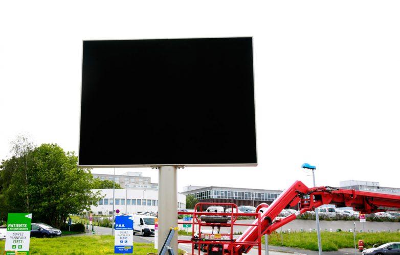 ecran-geant-led-supervision-chru-brest-3