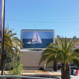 LM11Trailer mounted LED screen on rotating mast