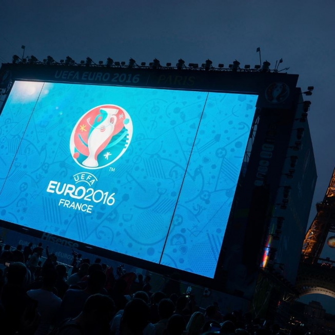 MODULARGiant LED screensConcerts, conventions, sporting events… For all your major events, outdoor or indoor, we propose a large range of modular screens.It consists of assembling together the LED modules in order to obtain the required screen size.